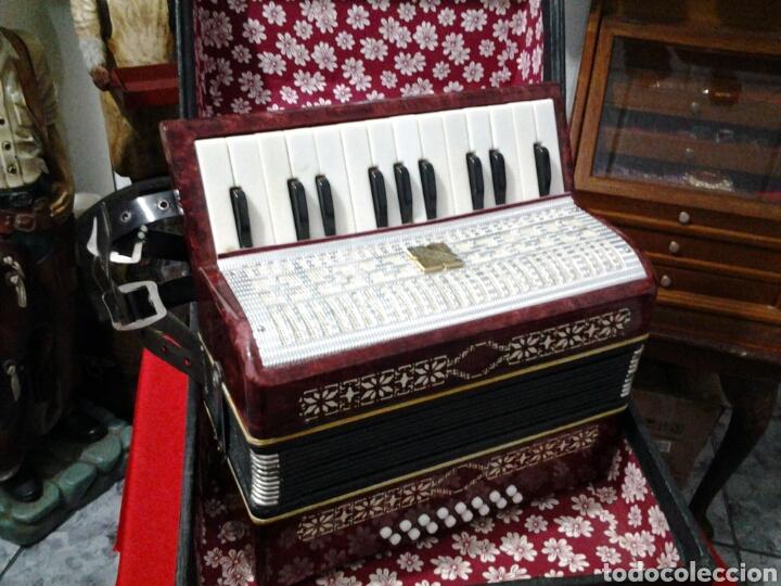 Instrumentos musicales: Acordeón antiguo marca Razno Manbiw. - Foto 6 - 159051790