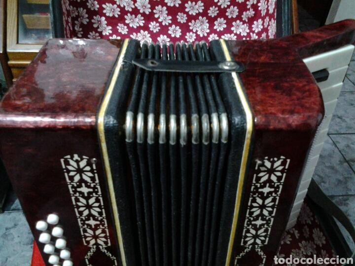 Instrumentos musicales: Acordeón antiguo marca Razno Manbiw. - Foto 8 - 159051790