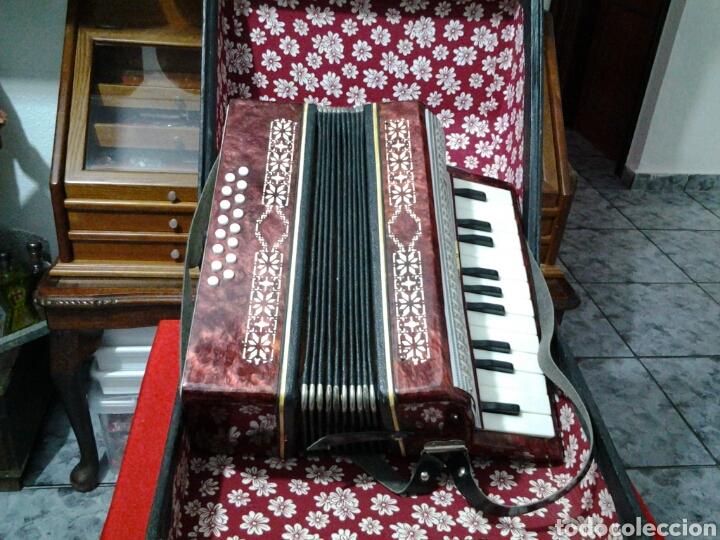 Instrumentos musicales: Acordeón antiguo marca Razno Manbiw. - Foto 9 - 159051790