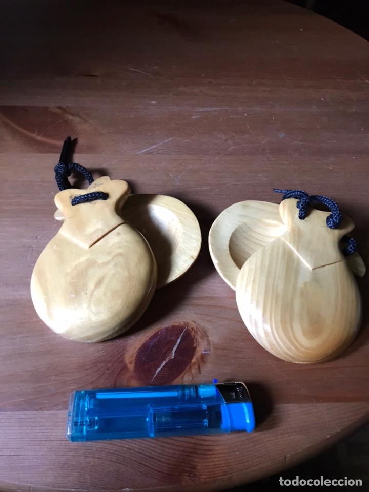 Instrumentos musicales: Un par de castañuelas de madera, - Foto 7 - 159632906