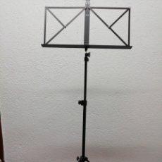 Instrumentos musicales: ATRIL PARA PARTITURAS. MARCA FX. COLOR NEGRO, MUY BUEN ESTADO. CON FUNDA.. Lote 160931789