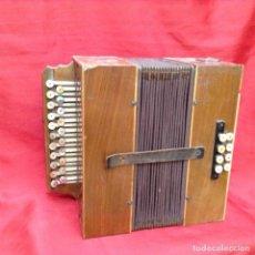 Instrumentos musicales: ANTIGUO ACORDEÓN DE MADERA Y TECLAS DE NÁCAR PRINCIPIOS SIGLO XX EL CID . Lote 161836258