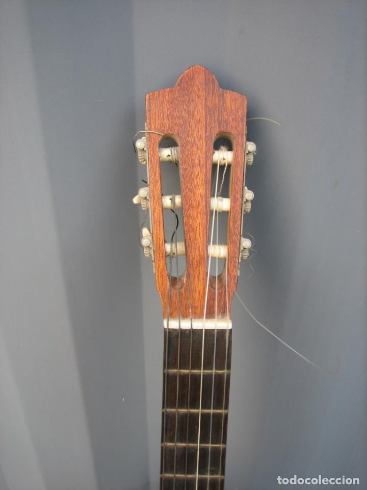 Instrumentos musicales: Antigua guitarra española. Constructor Juan Montero. Córdoba 1976 - Foto 2 - 162636242