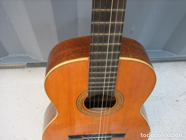 Instrumentos musicales: Antigua guitarra española. Constructor Juan Montero. Córdoba 1976 - Foto 6 - 162636242