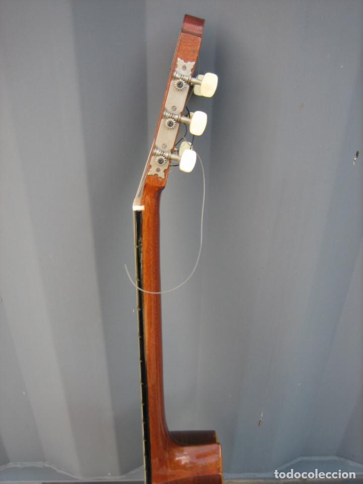 Instrumentos musicales: Antigua guitarra española. Constructor Juan Montero. Córdoba 1976 - Foto 10 - 162636242