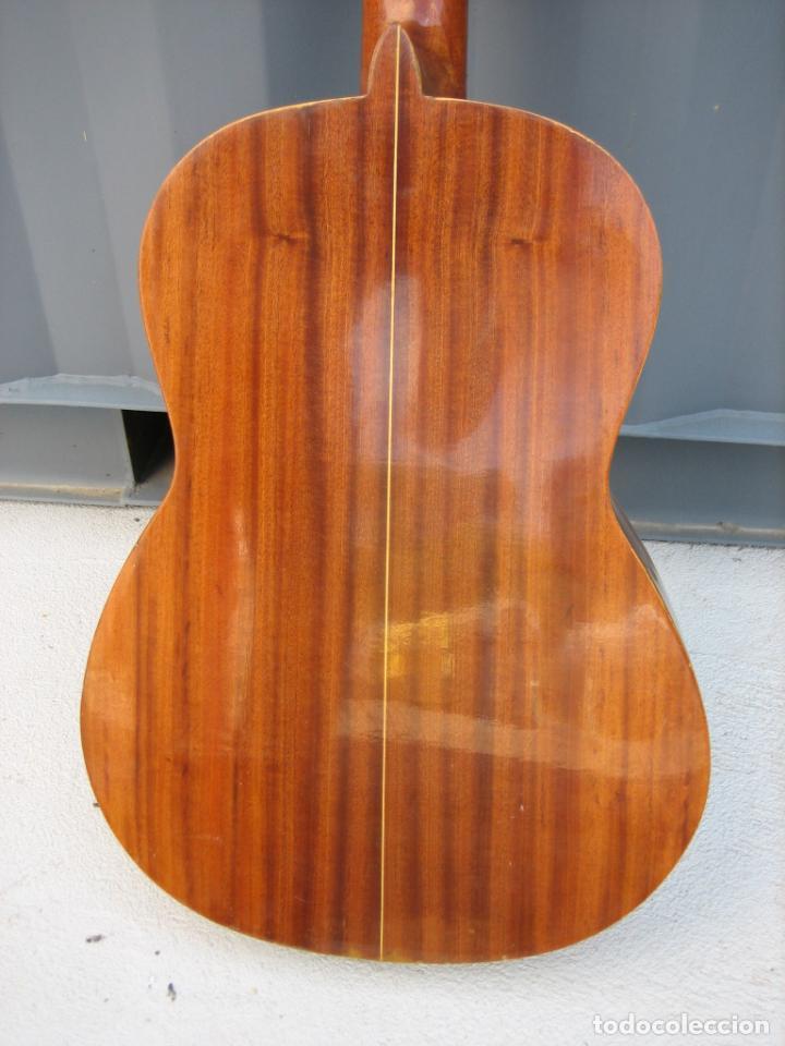 Instrumentos musicales: Antigua guitarra española. Constructor Juan Montero. Córdoba 1976 - Foto 14 - 162636242
