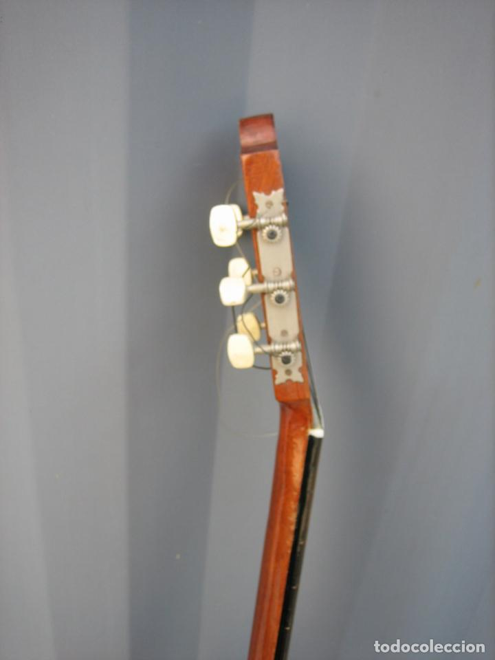Instrumentos musicales: Antigua guitarra española. Constructor Juan Montero. Córdoba 1976 - Foto 16 - 162636242