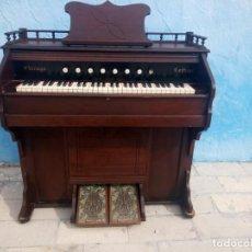 Instrumentos musicales: ANTIGUO ARMONIO CHICAGO THE TABLE COMPANY CHICAGO U.S.A COTTAGE,1880.CON MUCHOS DETALLES.. Lote 163615442