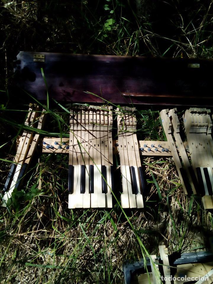 Instrumentos musicales: Antiguo teclado de piano, Miguel Soler, ( Zaragoza), teclas de Marfil y ebano, - Foto 3 - 163803186