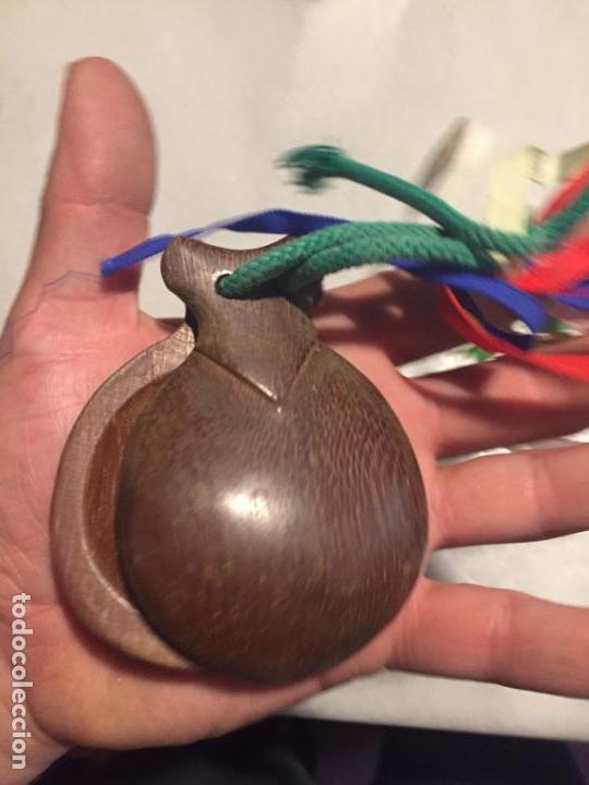 Instrumentos musicales: Antigua castañuela de sevillana de madera noble años 40-50 - Foto 3 - 164623758
