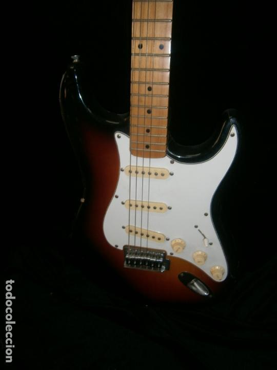 Instrumentos musicales: GUITARRA ELECTRICA MARCA SEAHAN FAlTA UNA CLAVIJA CON SU FUNDA - Foto 3 - 165477030