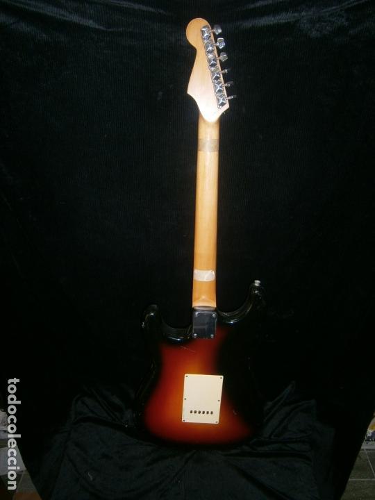 Instrumentos musicales: GUITARRA ELECTRICA MARCA SEAHAN FAlTA UNA CLAVIJA CON SU FUNDA - Foto 4 - 165477030