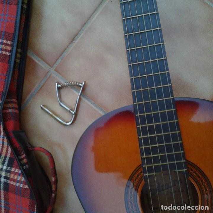 Instrumentos musicales: Antigua guitarra clásica admira Juanita - Foto 24 - 165695802