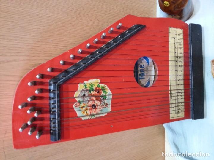 Instrumentos musicales: Cítara muy vieja. Instrumento musical centro-europeo. Marca jubel. - Foto 2 - 166417546