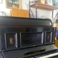 Instrumentos musicales: ANTIGUO PIANO DE PARED MODERNISTA SIGLO XIX / R.MARISTANY MODERNIST RECOGIDA A CARGO DEL COMPRADOR. Lote 166921896