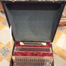 Instrumentos musicales: ANTIGUO GRAN ACORDEON CON SU ESTUCHE - VER FOTOS. Lote 167121732