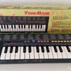 Instrumentos musicales: CASIO SA-1 TONE BANK KEYBOARD 100 SOUND TECLADO ELECTRONICO CON CAJA ORIGINAL Y FUNCIONANDO . Lote 167877800