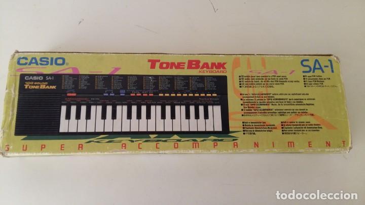Instrumentos musicales: CASIO SA-1 TONE BANK KEYBOARD 100 SOUND TECLADO ELECTRONICO CON CAJA ORIGINAL Y FUNCIONANDO - Foto 2 - 167877800
