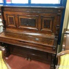 Instrumentos musicales: PIANO RECTO EN MADERA DE NOGAL Y RAIZ. Lote 169565872