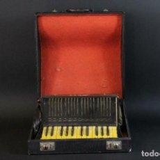 Instrumentos musicales: ANTIGUA ACORDEON HESS DE KLINGENTHAL AÑO 1930- CON MALETA- LOTE 117. Lote 169771388