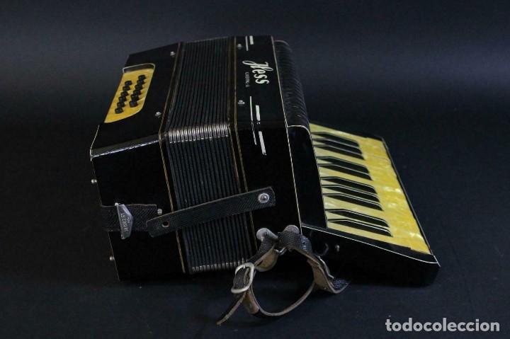 Instrumentos musicales: ANTIGUA ACORDEON HESS DE KLINGENTHAL año 1930- CON MALETA- lote 117 - Foto 2 - 169771388