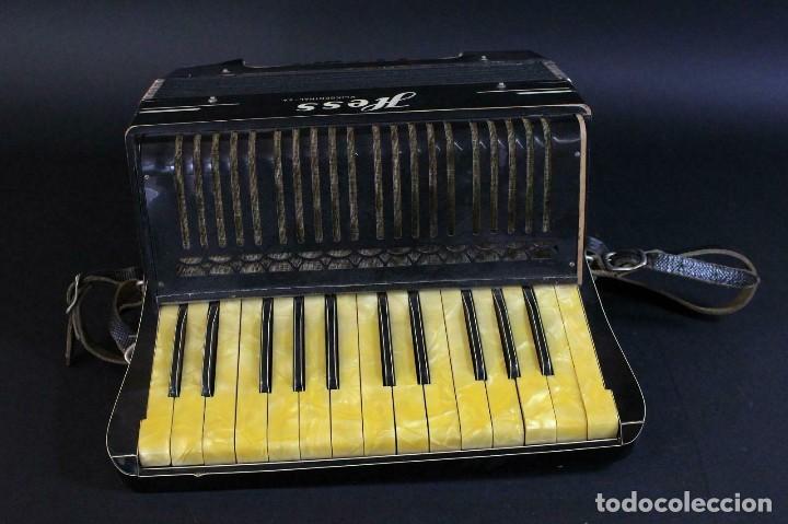 Instrumentos musicales: ANTIGUA ACORDEON HESS DE KLINGENTHAL año 1930- CON MALETA- lote 117 - Foto 3 - 169771388