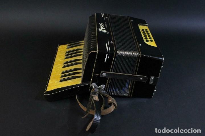 Instrumentos musicales: ANTIGUA ACORDEON HESS DE KLINGENTHAL año 1930- CON MALETA- lote 117 - Foto 4 - 169771388