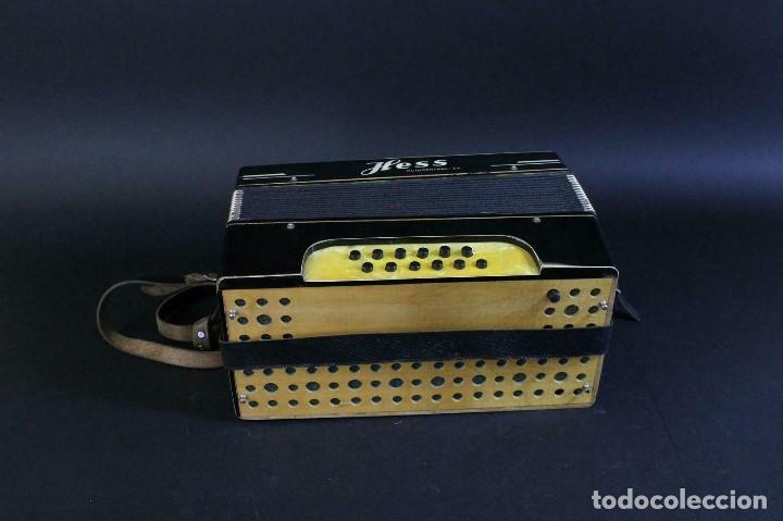 Instrumentos musicales: ANTIGUA ACORDEON HESS DE KLINGENTHAL año 1930- CON MALETA- lote 117 - Foto 5 - 169771388