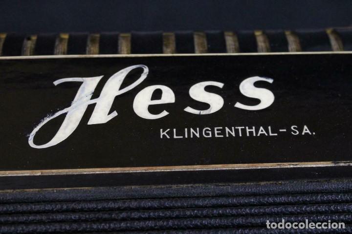 Instrumentos musicales: ANTIGUA ACORDEON HESS DE KLINGENTHAL año 1930- CON MALETA- lote 117 - Foto 9 - 169771388