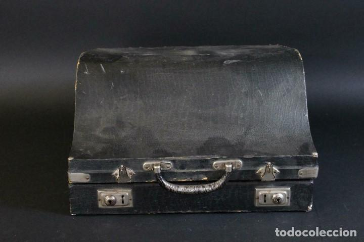 Instrumentos musicales: ANTIGUA ACORDEON HESS DE KLINGENTHAL año 1930- CON MALETA- lote 117 - Foto 10 - 169771388