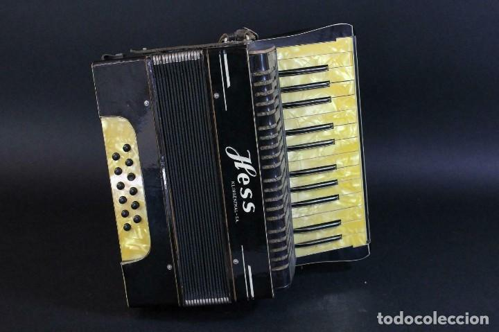 Instrumentos musicales: ANTIGUA ACORDEON HESS DE KLINGENTHAL año 1930- CON MALETA- lote 117 - Foto 13 - 169771388