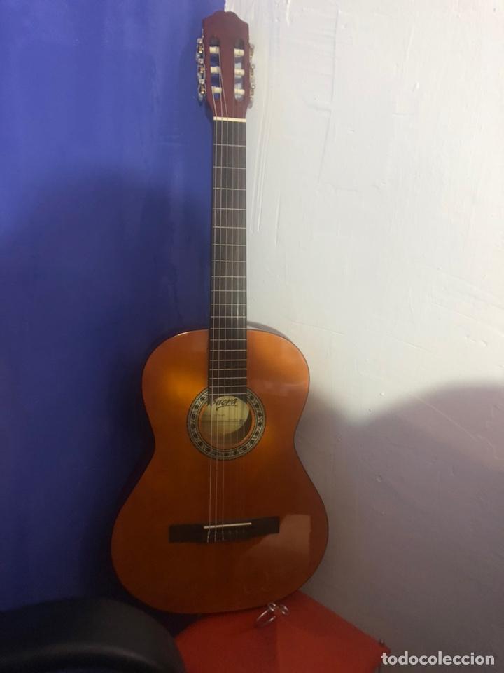 Instrumentos musicales: Antigua guitarra española sonora nueva en su funda original - Foto 2 - 170548089