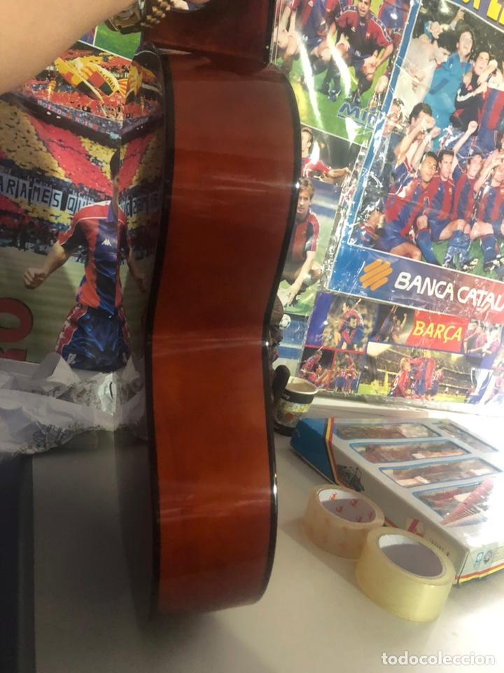 Instrumentos musicales: Antigua guitarra española sonora nueva en su funda original - Foto 3 - 170548089