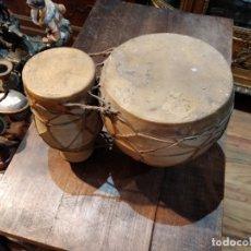 Instrumentos musicales: TAMBOR TIMBAL TAN TAM AFRICANO BARRO Y PIEL DOBLE, BUEN ESTADO - 38CM DE LARGO X 11 DE ALTO. Lote 220983991