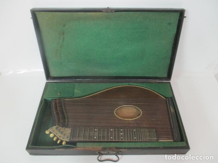 Instrumentos musicales: Antigua Citara - Madera Jacarandá, Latón y Hueso - Accesorios, Partituras y Caja - S. XIX - Foto 2 - 171480457