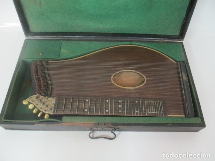 Instrumentos musicales: Antigua Citara - Madera Jacarandá, Latón y Hueso - Accesorios, Partituras y Caja - S. XIX - Foto 3 - 171480457