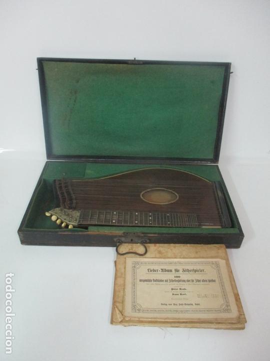 ANTIGUA CITARA - MADERA JACARANDÁ, LATÓN Y HUESO - ACCESORIOS, PARTITURAS Y CAJA - S. XIX (Música - Instrumentos Musicales - Cuerda Antiguos)