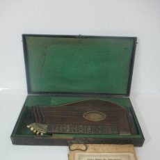 Instrumentos musicales: ANTIGUA CITARA - MADERA JACARANDÁ, LATÓN Y HUESO - ACCESORIOS, PARTITURAS Y CAJA - S. XIX. Lote 171480457
