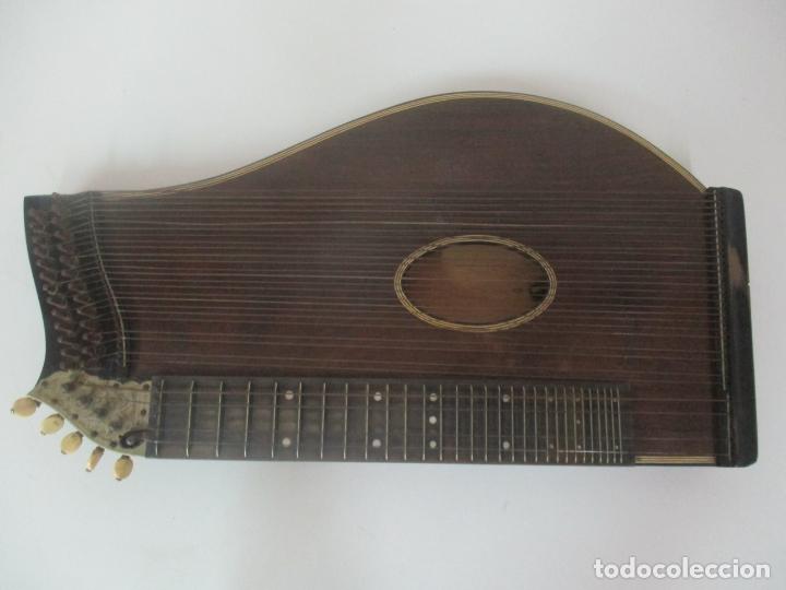 Instrumentos musicales: Antigua Citara - Madera Jacarandá, Latón y Hueso - Accesorios, Partituras y Caja - S. XIX - Foto 4 - 171480457