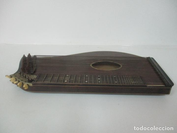 Instrumentos musicales: Antigua Citara - Madera Jacarandá, Latón y Hueso - Accesorios, Partituras y Caja - S. XIX - Foto 5 - 171480457