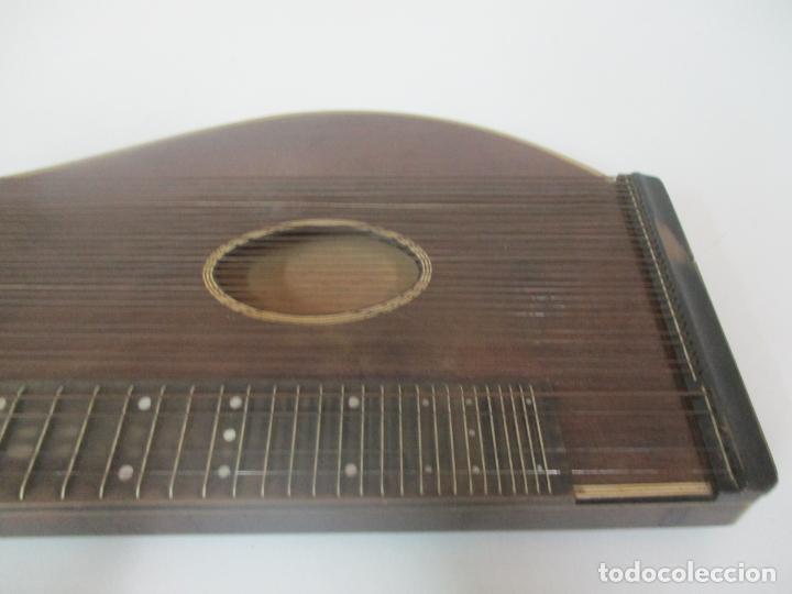 Instrumentos musicales: Antigua Citara - Madera Jacarandá, Latón y Hueso - Accesorios, Partituras y Caja - S. XIX - Foto 6 - 171480457