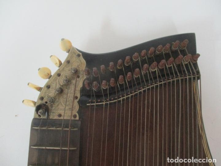 Instrumentos musicales: Antigua Citara - Madera Jacarandá, Latón y Hueso - Accesorios, Partituras y Caja - S. XIX - Foto 11 - 171480457