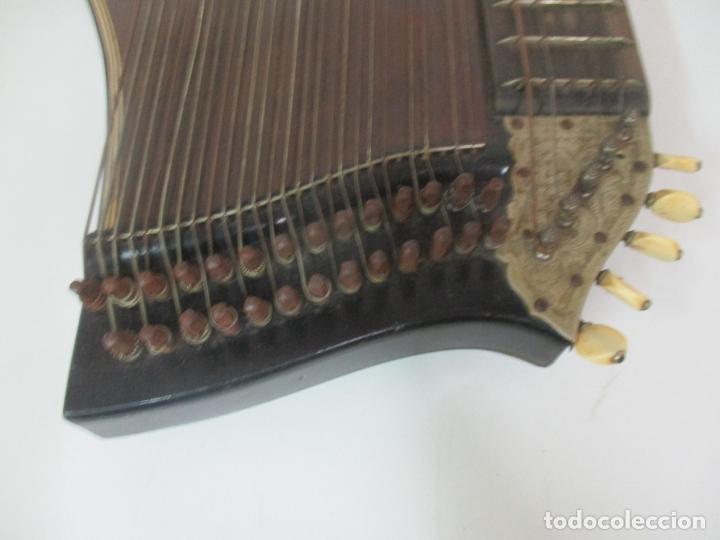 Instrumentos musicales: Antigua Citara - Madera Jacarandá, Latón y Hueso - Accesorios, Partituras y Caja - S. XIX - Foto 12 - 171480457