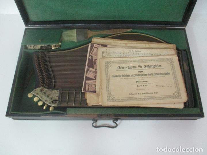 Instrumentos musicales: Antigua Citara - Madera Jacarandá, Latón y Hueso - Accesorios, Partituras y Caja - S. XIX - Foto 28 - 171480457