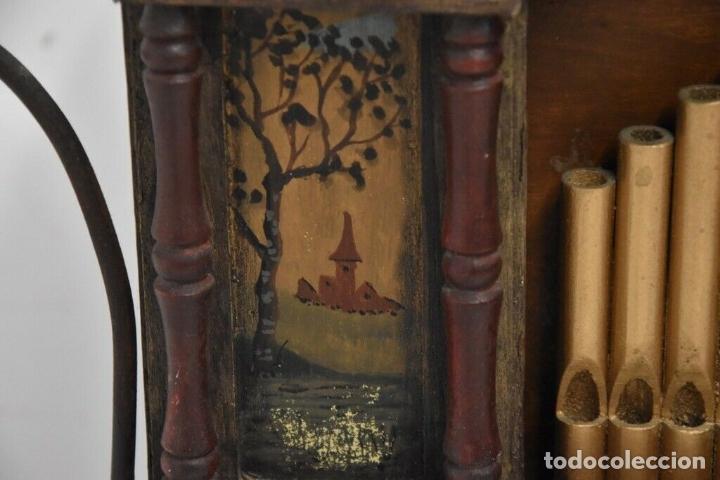 Instrumentos musicales: ANTIGUO, ORGANO manivela o manubrio SIGLO XIX 48x46x30 cm pieza de museo con dos cintas 1970 EUROS - Foto 9 - 172720255