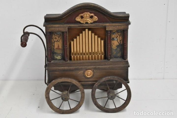 ANTIGUO, ORGANO MANIVELA O MANUBRIO SIGLO XIX 48X46X30 CM PIEZA DE MUSEO CON DOS CINTAS 1970 EUROS (Música - Instrumentos Musicales - Pianos Antiguos)