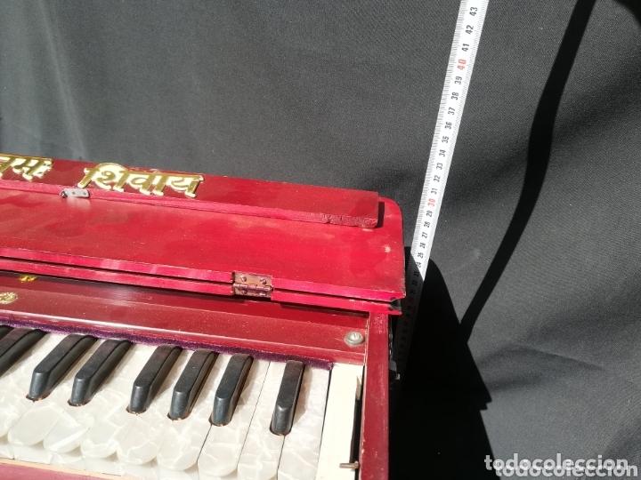 Instrumentos musicales: Instrumento Armonio de fuelle manual - Foto 11 - 172909494