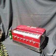 Instrumentos musicales: INSTRUMENTO ARMONIO DE FUELLE MANUAL. Lote 172909494