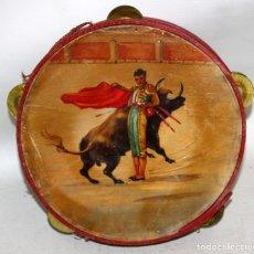 Instrumentos musicales: PANDERETA CON MOTIVOS TAURINOS PINTADOS SOBRE CABRITILLA DE APRIMADAMENTE 1920. Lote 174367905