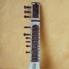 Instrumentos Musicais: SITAR INDIO ANTIGUO 56 CM. Lote 191014752